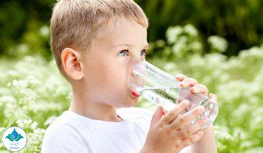 کودکان باید چه مقدار آب بنوشند؟